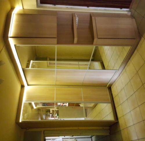 Tolóajtós előszoba szekrény